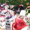 Whitney Houston es recordada con una  improvisada  ofrenda  en Beverly Hills, California